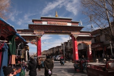 the gate at Shigatse